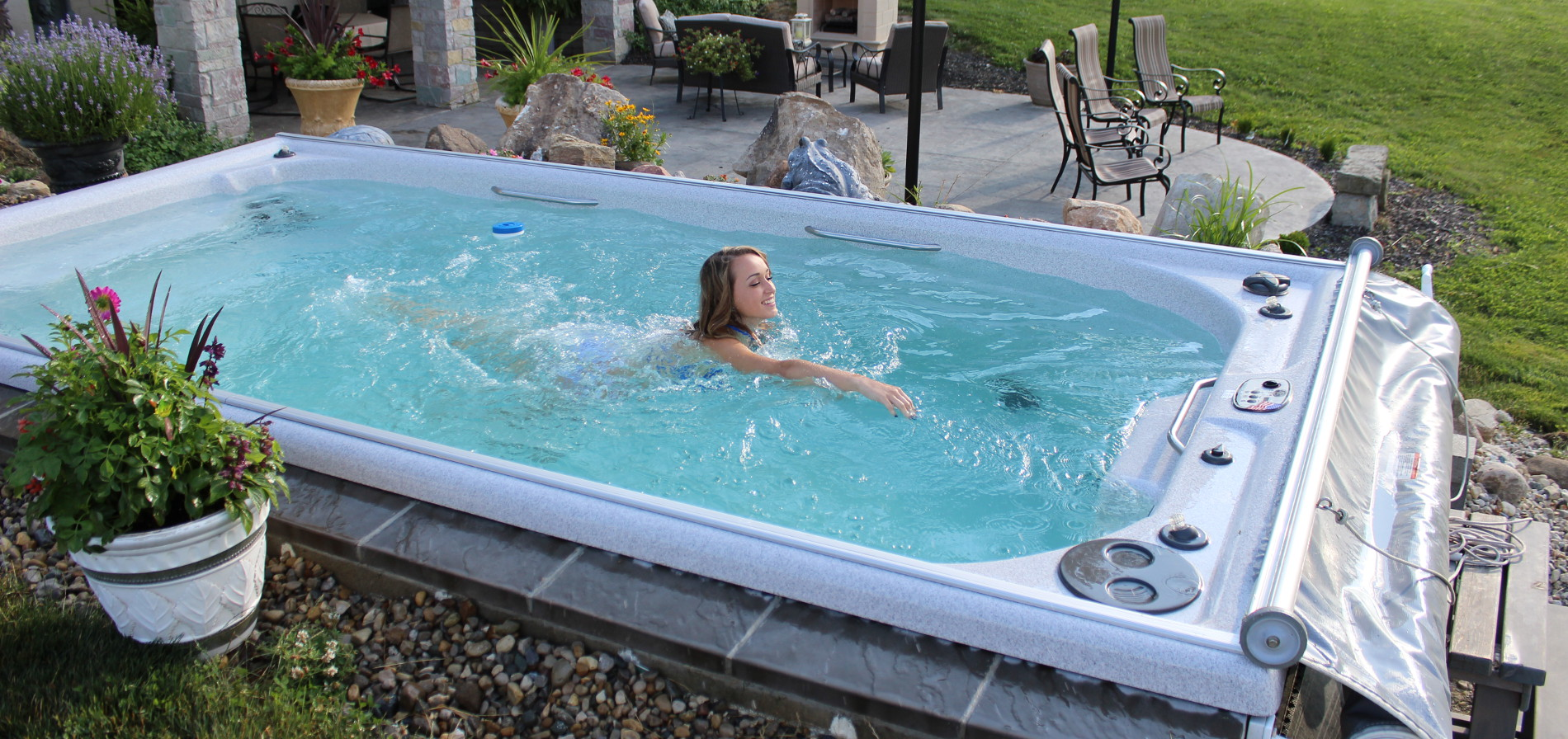 Comment choisir son spa de nage guide d 39 achat spa for Piscine contre courant